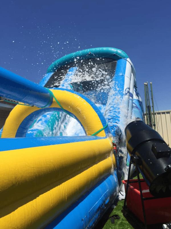 seaworld with foam machine